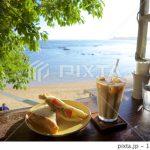 爽やかなカフェの画像がPIXTAで売れた!